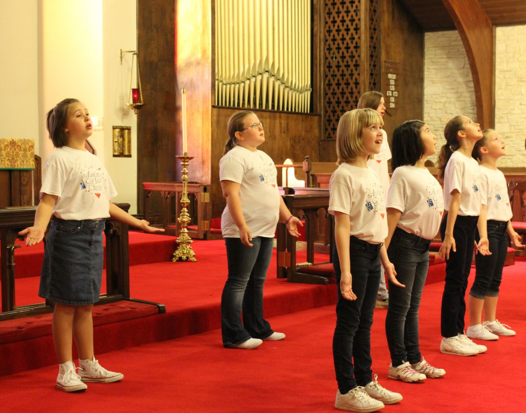 Austin Girls Choir performs at the Episcopal Church of the Ressurection. Photo by Kelly Eisenbarger