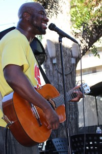 SaulPaul performs at Texas Hillel. Photo by Rebecca Wright