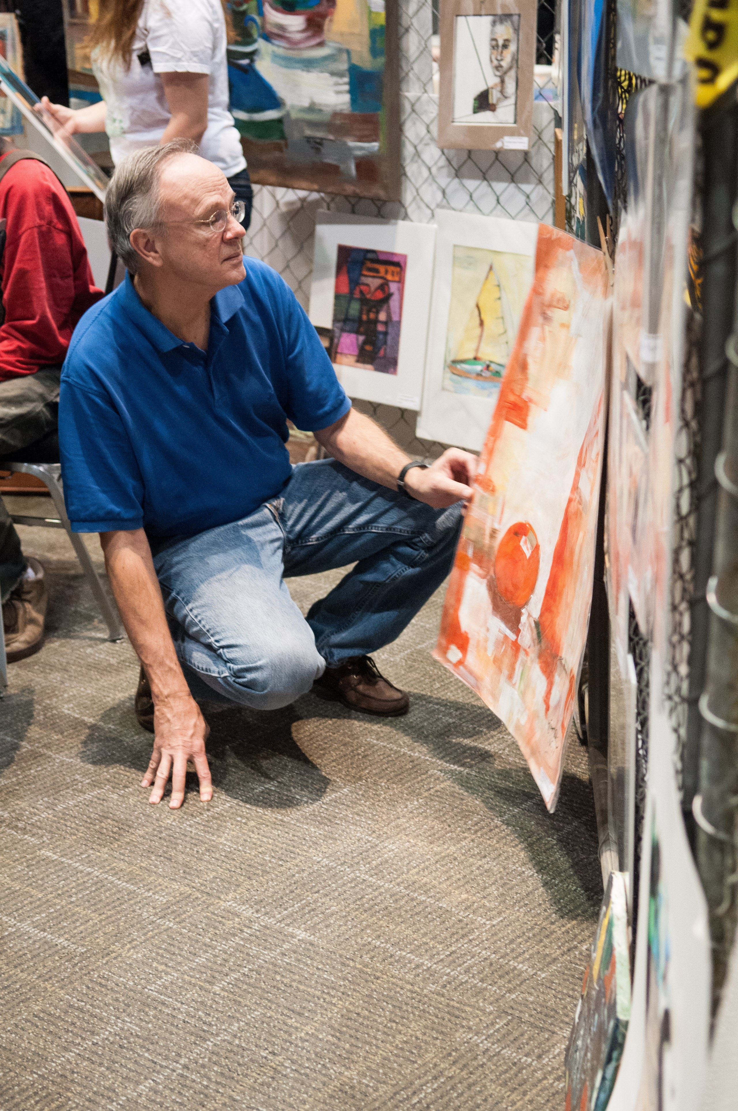 A man looks at an art piece for sale at the Austin Convention Center. Photo by Skylar Isdale