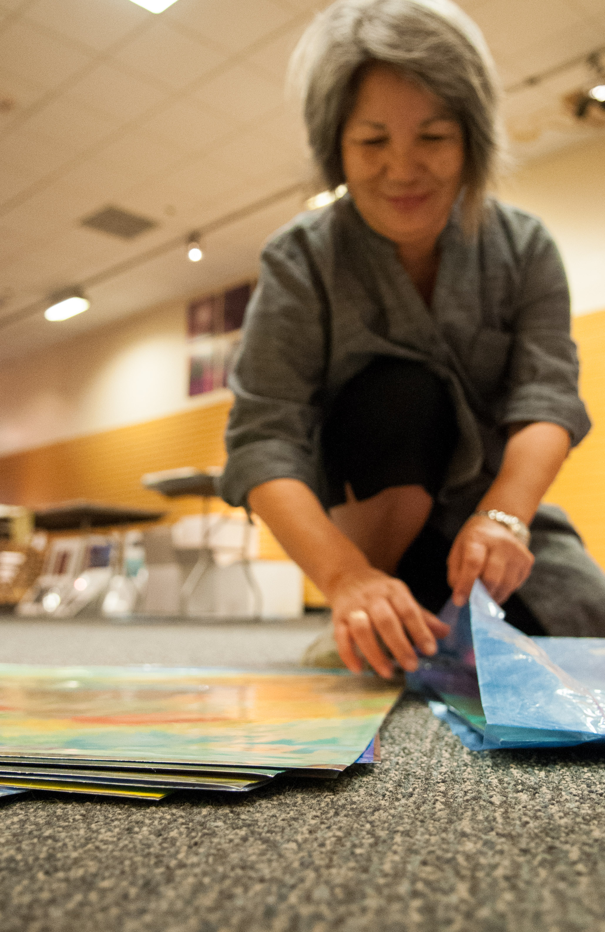 An artist puts her art pieces in a bag to be taken to the Austin Convention Center for the show. Photo by Skylar Isdale