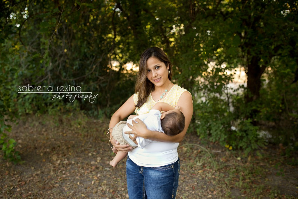Sabrena Rexing takes a portrait of Jenny Dorsey nursing her son Trace. Photo courtesy of Sabrena Rexing.