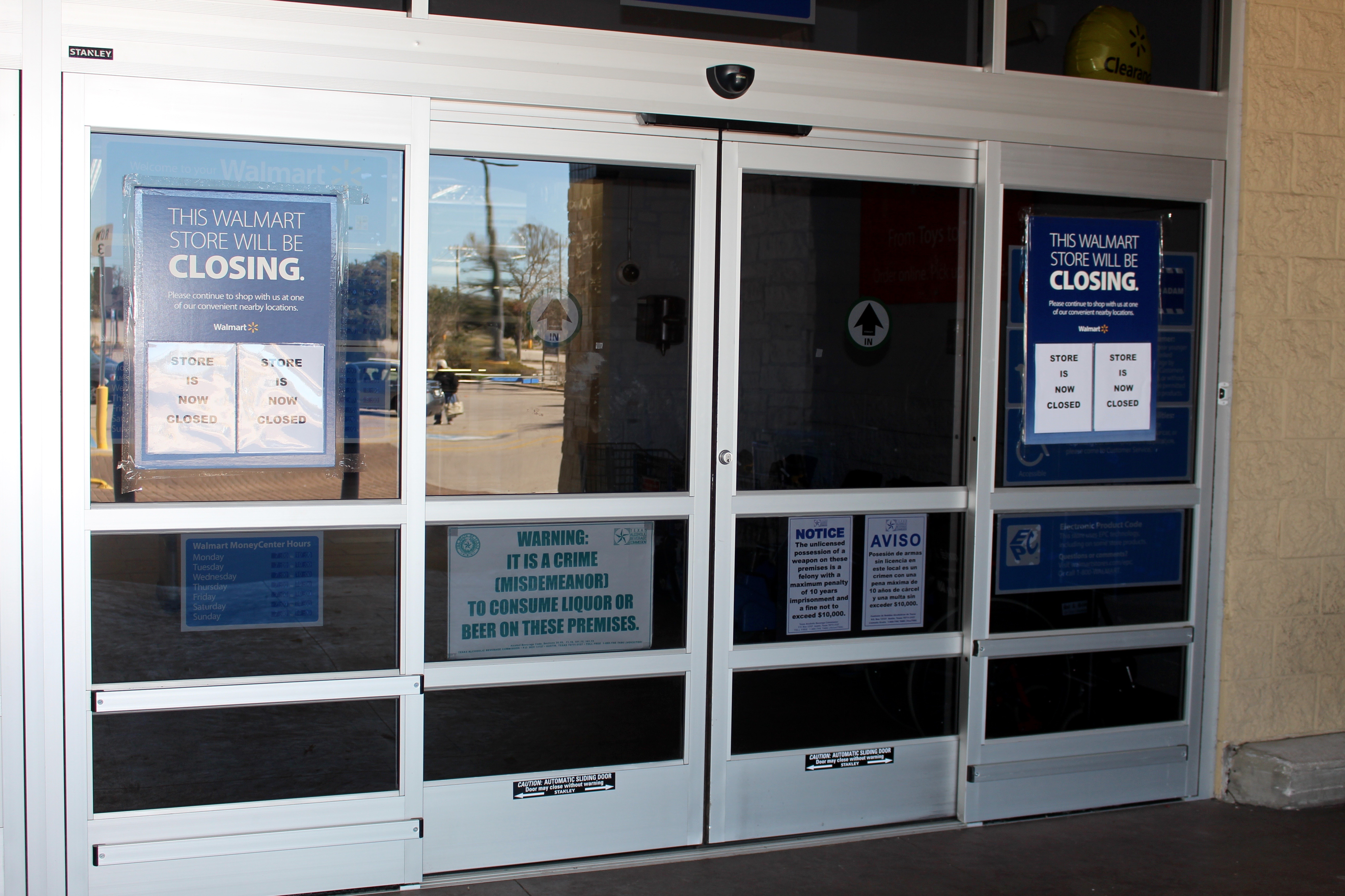The locked doors of closed Walmart Supercenter; Austin Texas & When Walmart Leaves | Pezcame.Com