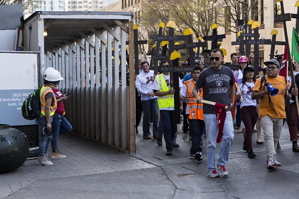 Protestersandcontructionworkers